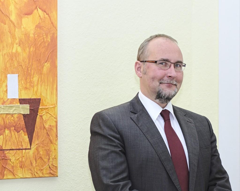 Rechtsanwalt Jörg Kummerlöw in seiner Anwaltskanzlei