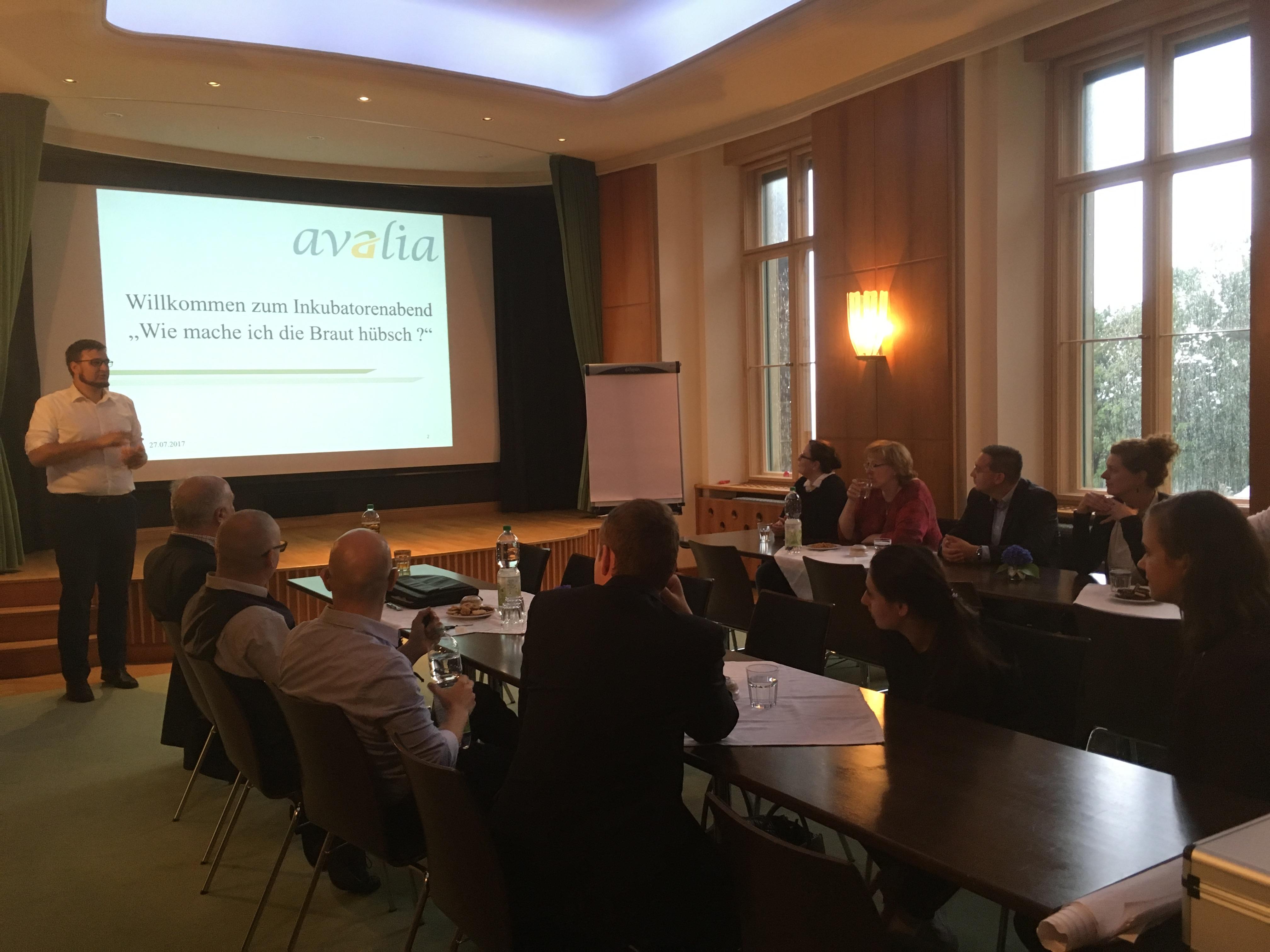 Unternehmerrunde am Inkubatorenabend zum Thema Unternehmensnachfolge im Lingnerschloß
